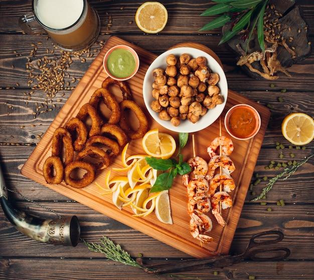 Жареная душбара, луковые кольца с креветками