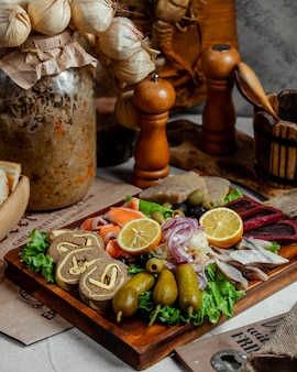 Паштет из печени с солеными огурцами и рыбой