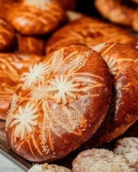 伝統的なアゼルバイジャンの甘い形のクローズアップ表示