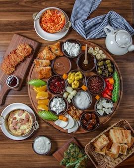 Вкусный завтрак набор вид сверху