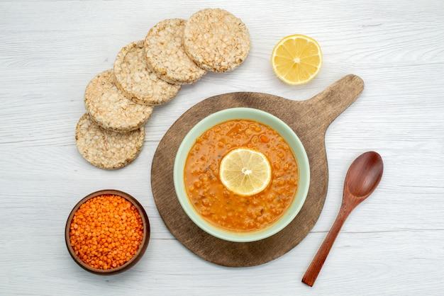 レモンスライスクラッカーホワイト、食品食事ディナースープの平面図オレンジおいしいスープ