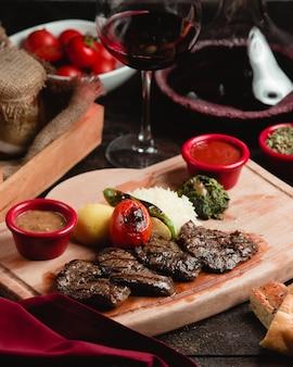 ロースト肉と野菜のスライス