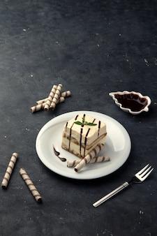 カッテージチーズチーズケーキとチョコレートソース