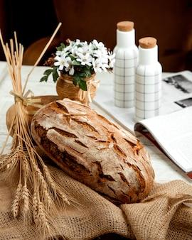 小麦の枝と花のパン