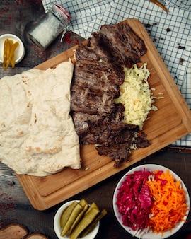 肉と漬物のご飯