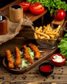 鶏の指とフライドポテト