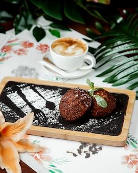 カプチーノとチョコレートクッキー