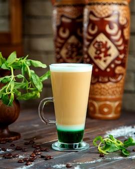 グリーンシロップとコーヒー