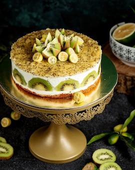 キウイとレモンのホイップクリームケーキ