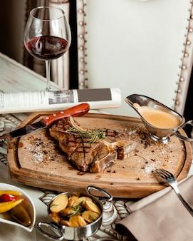 フライドステーキソースと赤ワイン