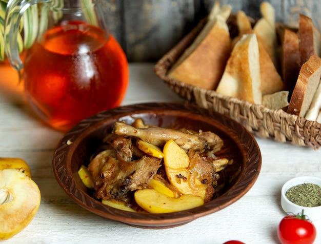 Азербайджанское куриное блюдо чигиртма с картофелем, приготовленным в масле