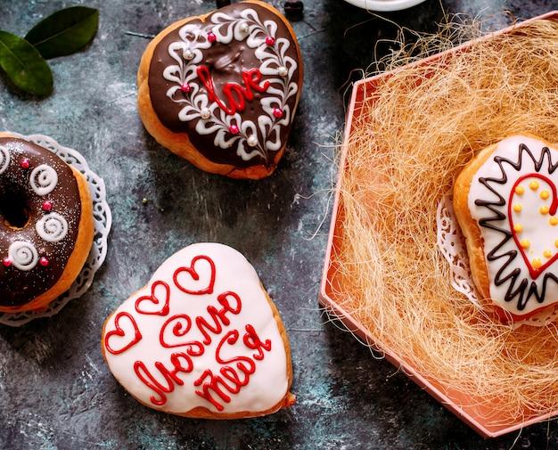 チョコレートと絵のドーナツ