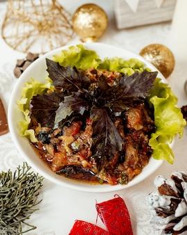 Мангальский салат с базиликом