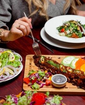 Мясо с ребрышками под соусом