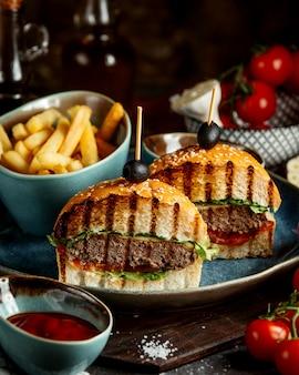フライドポテトのスライスハンバーガー