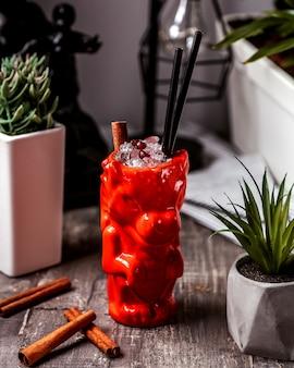 Красный дракон керамический стакан с коктейлем с ледяным гранатом и палочкой корицы