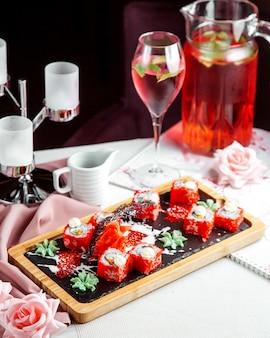 Суши с красной икрой на столе