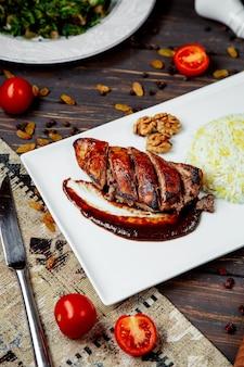 Жареное мясо в соусе барбекю с рисом