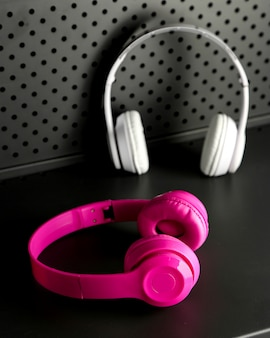 Розово-белые беспроводные наушники