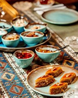 Пахлава варенье и сухофрукты на столе