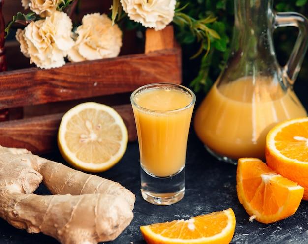 絞りたてのオレンジジュース
