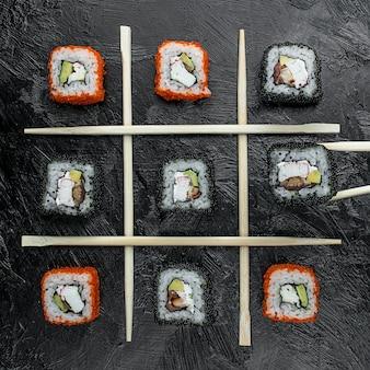 テーブルの上の様々な魚寿司