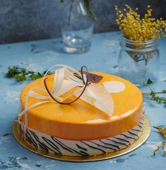 テーブルの上のおいしいケーキ