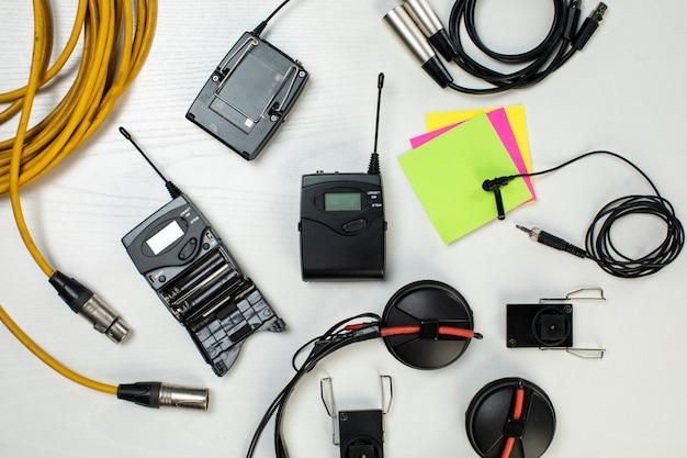 Разобрали радиоаппаратуру и кабели