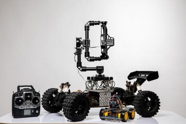 ジョイスティックが付いたロボットスタイルの車