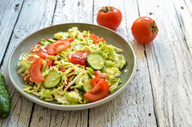 Салат из огурцов, помидоров и капусты