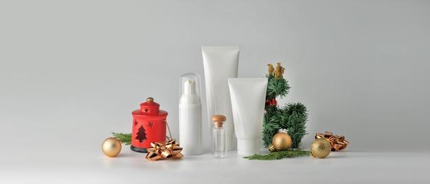 白い背景の上の化粧品のセット。化粧品パッケージコレクション