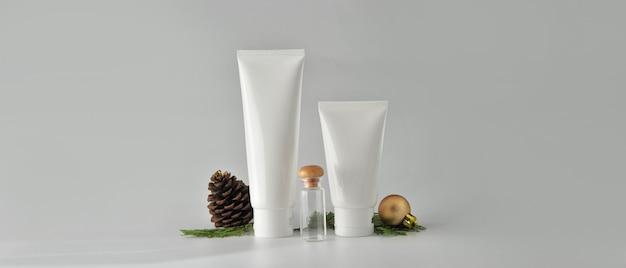白い背景の上の化粧品のセット。化粧品パッケージモックアップコレクション