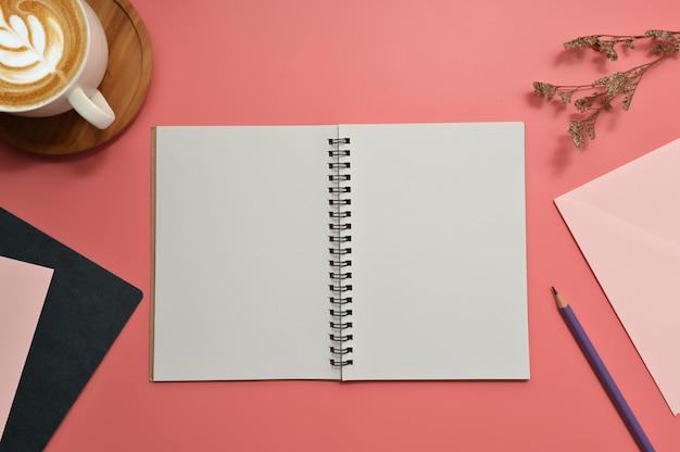 Плоская планировка, вид сверху офисный стол письменный стол.