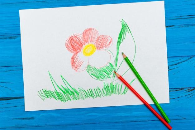 Красные и зеленые мелки на картинке