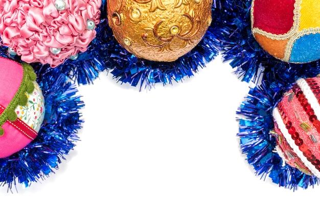 クリスマスの飾りと分離されたボールとモックアップ紙のグリーティングカードシート
