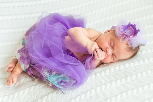 Новорожденная девочка принцесса