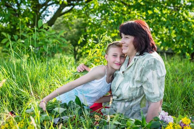 おばあちゃんと彼女の孫娘