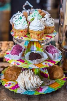 カップケーキとケーキ