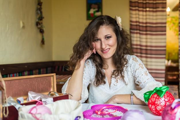 Портрет девушки декоратора