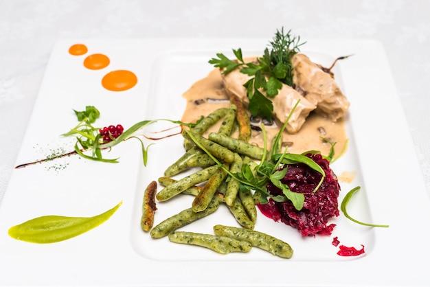 Свекольный салат с куриным мясом