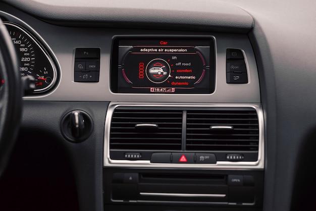 ボードコンピューターと車の空調。