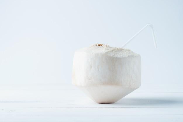 熱帯の飲むココナッツ