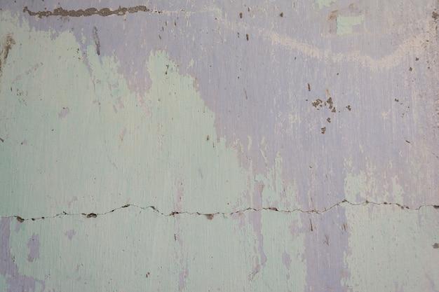 芸術的な背景の古い色のすべての層と古い塗られたセメント壁