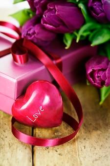 Сердце и тюльпаны