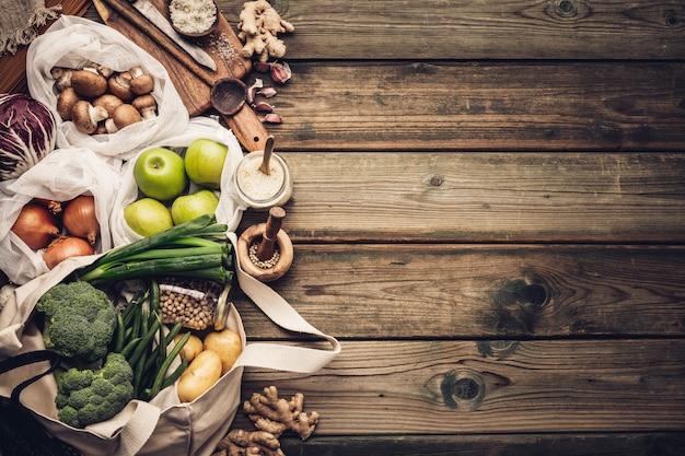エコフレンドリーな食品のショッピングや料理のコンセプトプラスチック無料ライフスタイル
