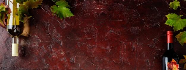 素朴な背景、フラットレイアウト、トップビューでワインの組成
