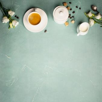 Континентальный завтрак, снятый сверху, плоская планировка, вид сверху