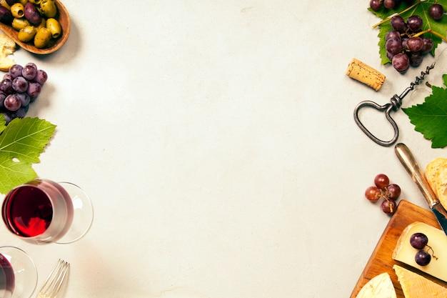 ワイン前菜セット:フランス産チーズの選択、ブドウ、クルミ