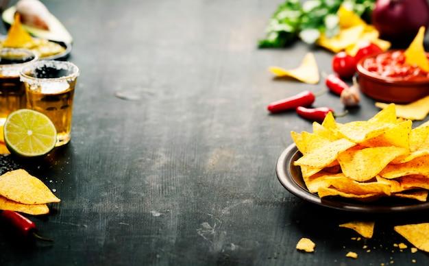 野菜とディップのナチョス