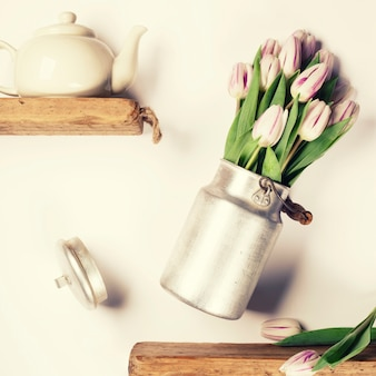 空飛ぶお茶と花